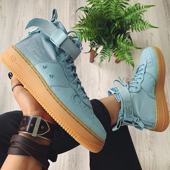 detailed look 33b48 7832e Nike sf af1 mid sneakers NWT